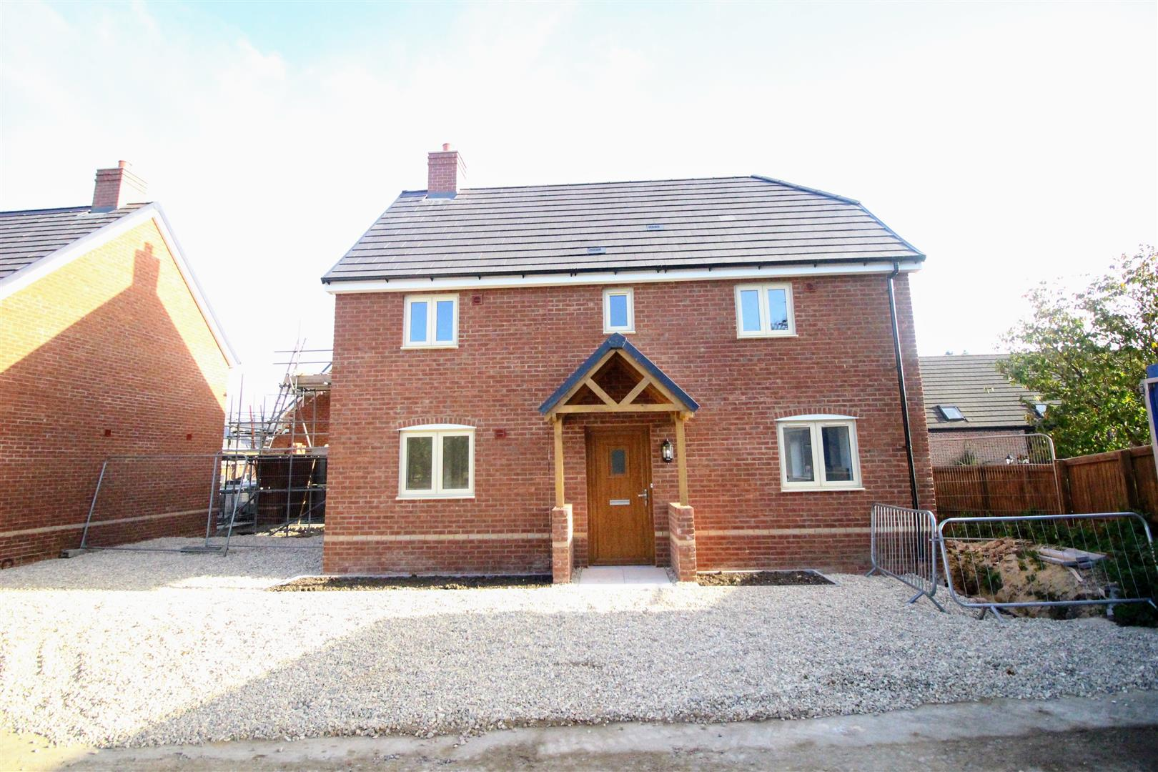 3 Bedrooms Detached House for sale in Kingsdown Road, Upper Stratton, Swindon
